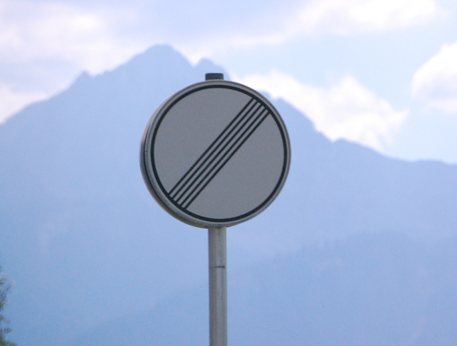 Name:  autobahn-end-of-restrictions-sign.jpg Views: 6910 Size:  83.5 KB